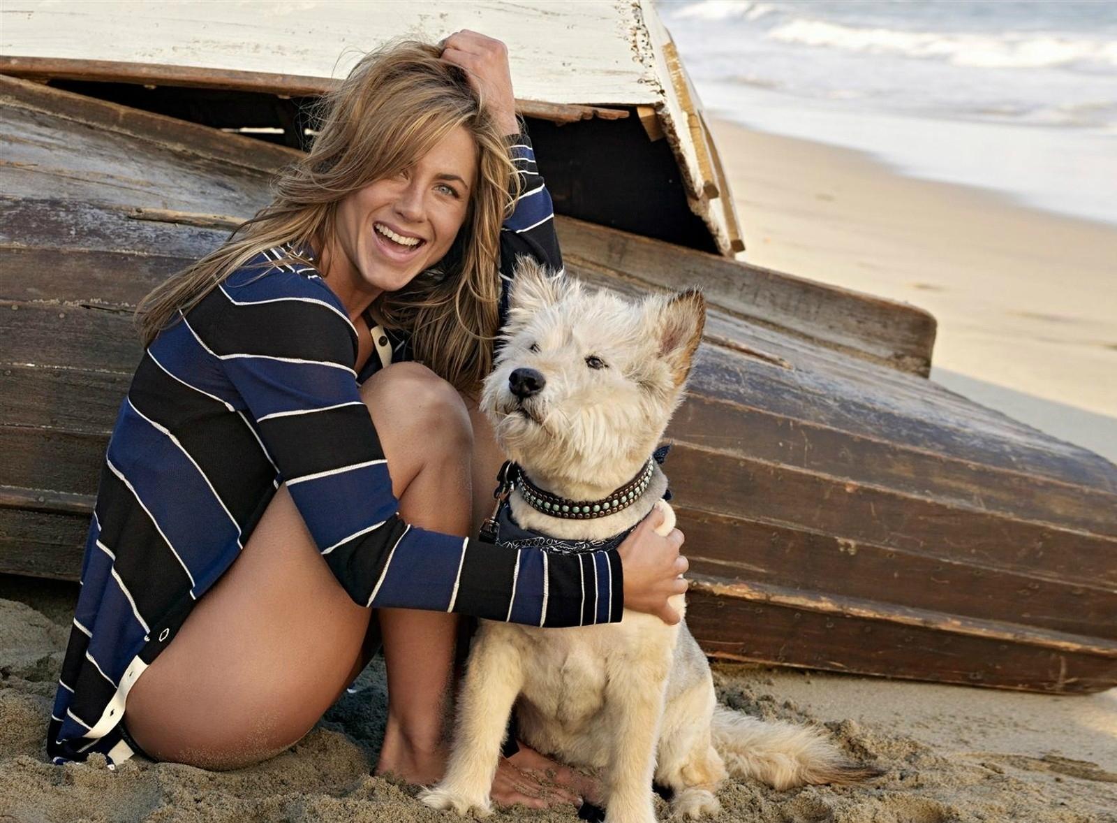 Η Τζάννιφερ Άνιστον με τον σκύλο της